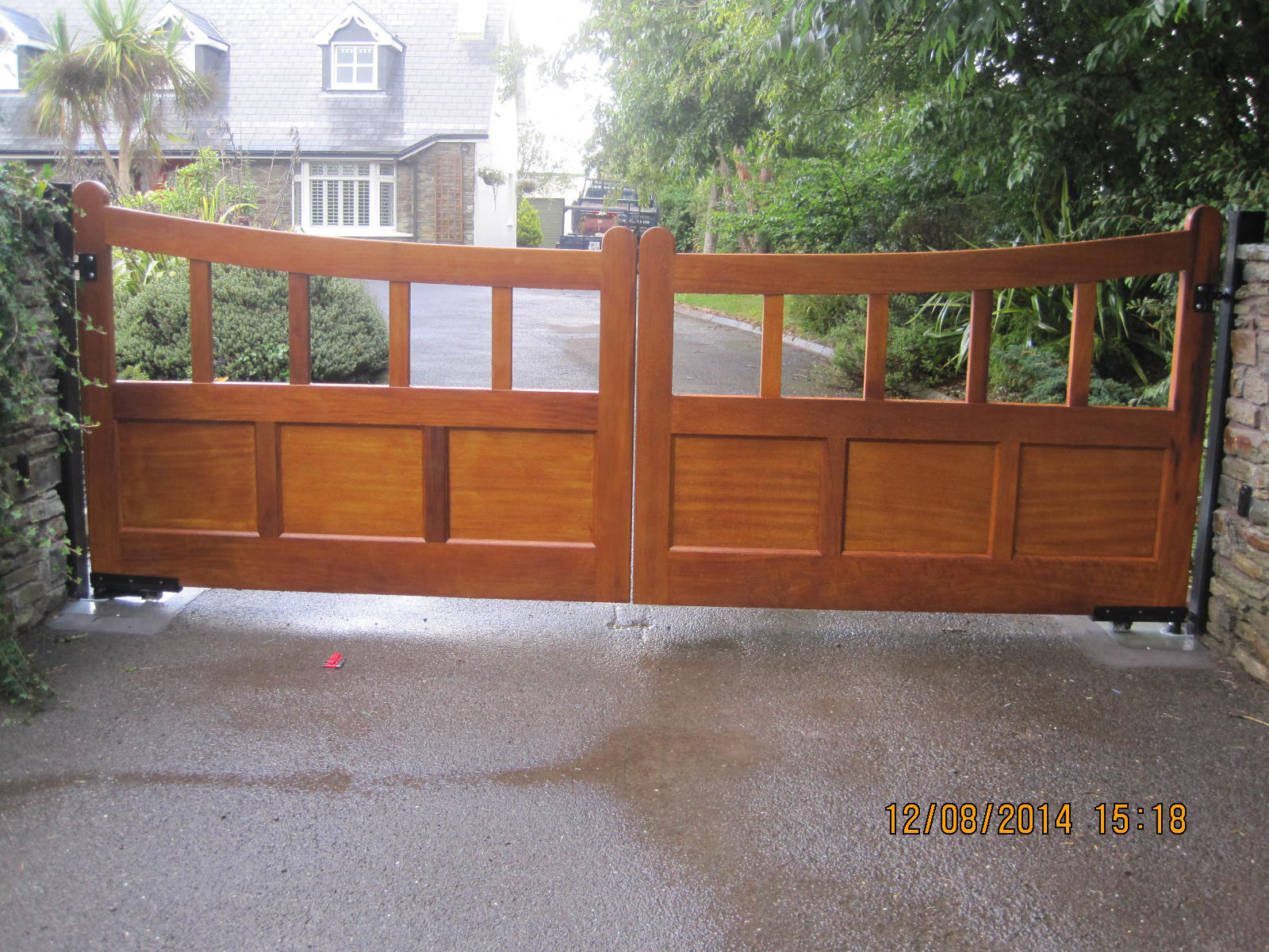 Auto Swinging Gate Teak 01